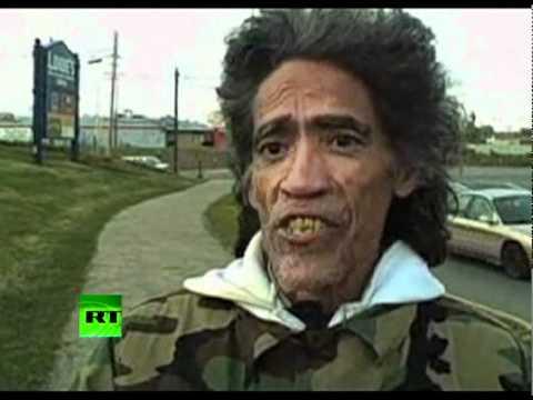 VIDEO: Kuldse häälega mees - kodutu mees otsimas tööd
