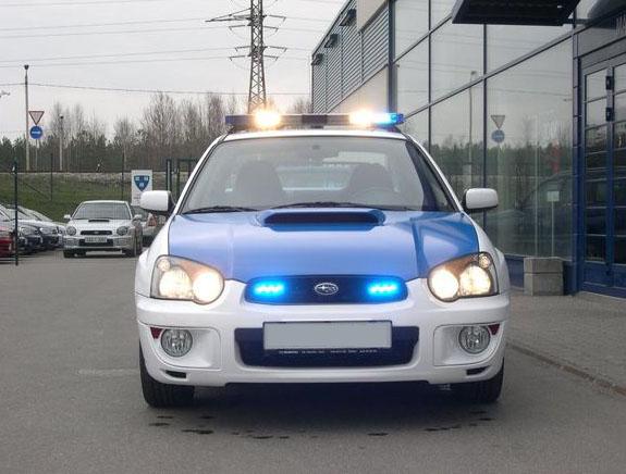 ANEKDOOT: Mees sõidab politsei auto eest ära 100-ga...