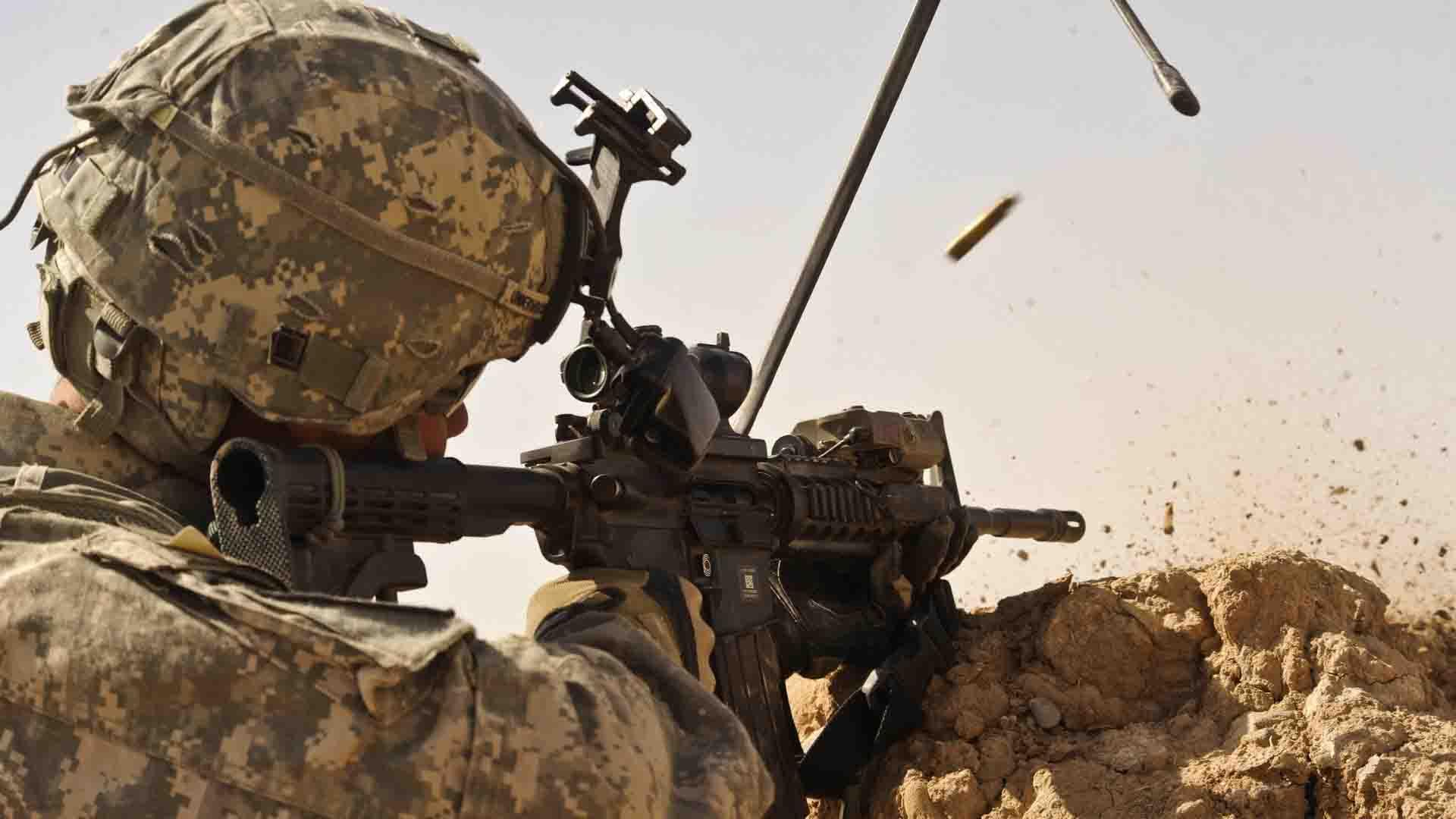 ANEKDOOT: Mees on sõjaväes ja käes on maskeerimise harjutamine...