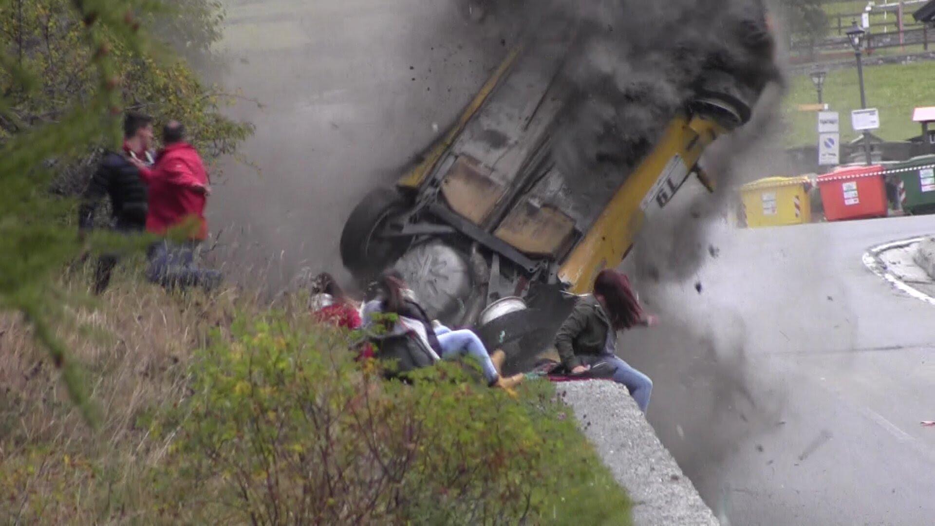 VIDEO: Kohutav avarii – võistlusel sõidab auto publiku sekka ning juhtub midagi enneolematut