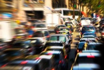 ANEKDOOT: Sõidan tööasjus Tartust Tallinna. Linnapiiril võtab mind vastu sõidukirivi, sähvivad vilkurid…