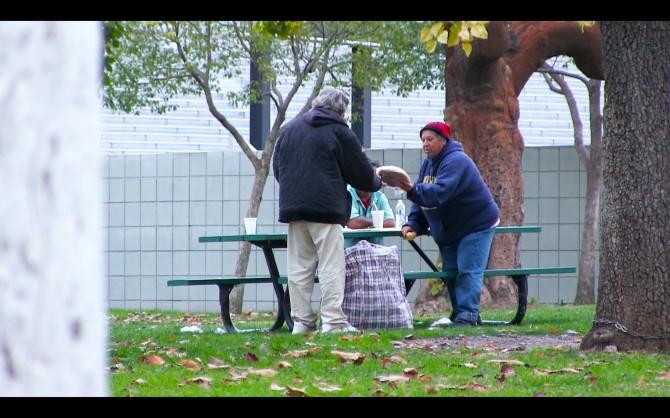 VIDEO: Kodutule mehele antakse 100 dollarit - see, kuhu ta selle kulutab on täiesti ootamatu
