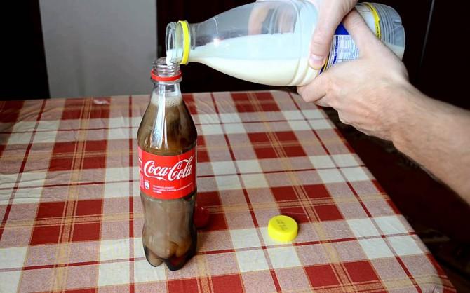VIDEO: Vaata, mis juhtub, kui segada Coca-Cola ja piim