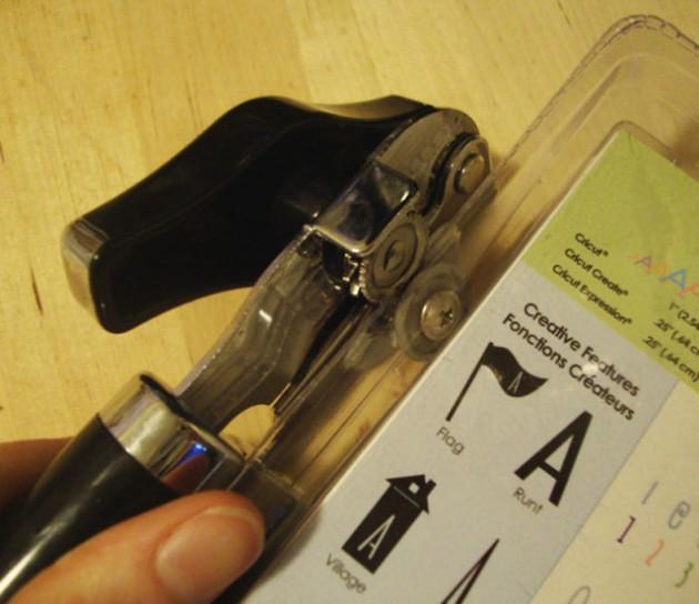 1. Plastpakendi avamiseks kasuta plekkpurgi avajat
