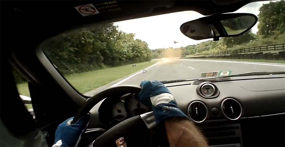 VIDEO: Vaata, mis juhtub, kui võidusõidu auto ette jääb metskits