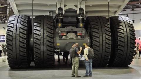 VIDEO: Maailma mõige suurem veoauto - ekstreemselt suur kaevanduse auto