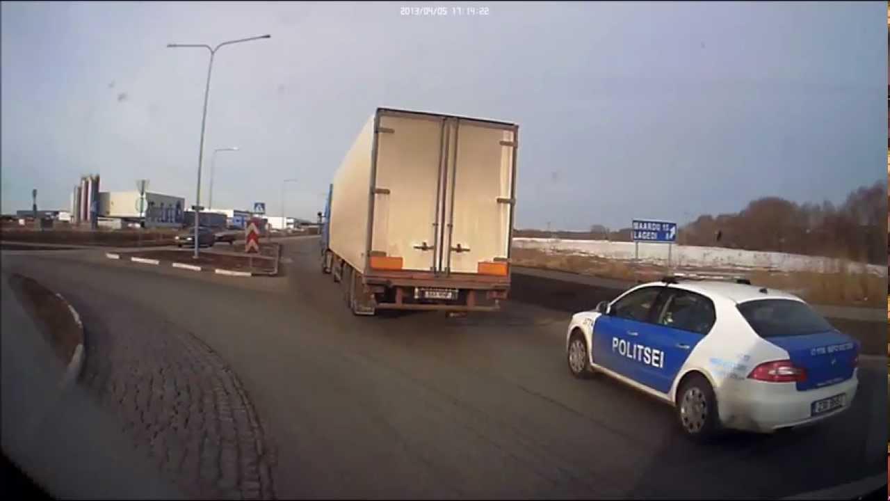 VIDEO: Politseile liiklusseadus ei kehti - kui palju saaks trahvi  kõikide nende rikkumiste eest?