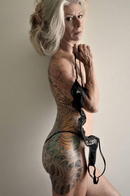 FOTOD: Tõestus, et ka keha vananedes on tätoveeringud lahedad