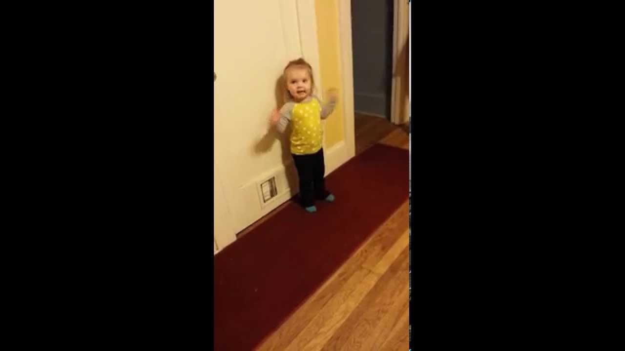 VIDEO: Vaata, kuidas räägib 2 aastane tüdruk, kui ta vihane on