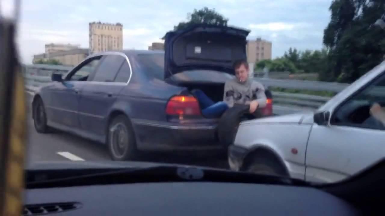 VIDEO: Venelased autot pukseerimas ilma köieta