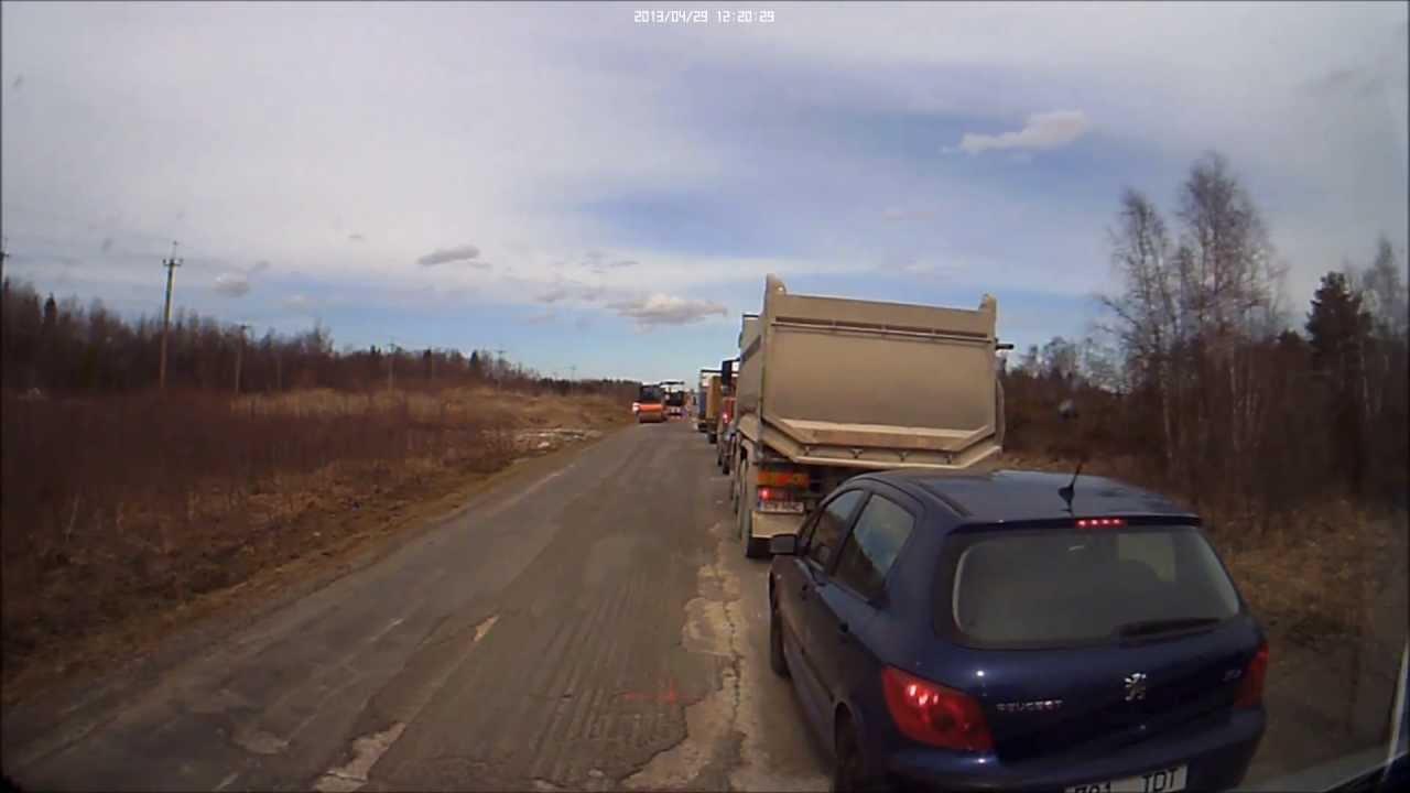 VIDEO: Politsei ei viitsi oodata foori taga järjekorras ja lülitab sisse vilkurid, et läbi pääseda