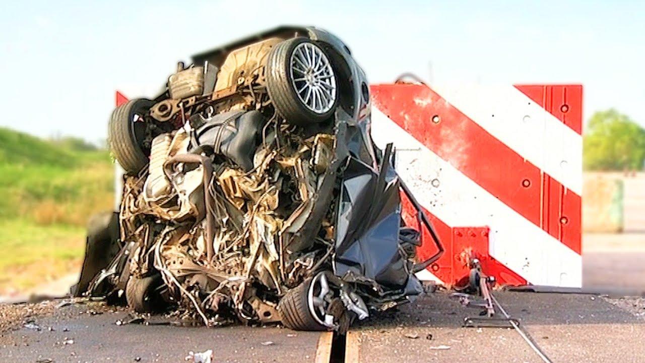 VIDEO: Vaata, mis juhtub autoga, kui kihutada vastu seina 193 km/h