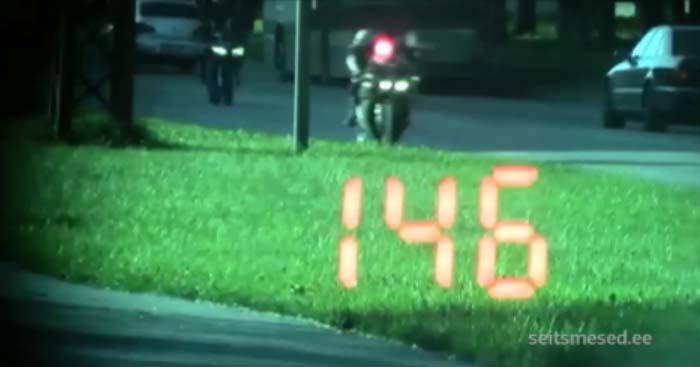 VIDEO: Mootorrattur kihutab tagarattal Sõle tänaval 146 km/h