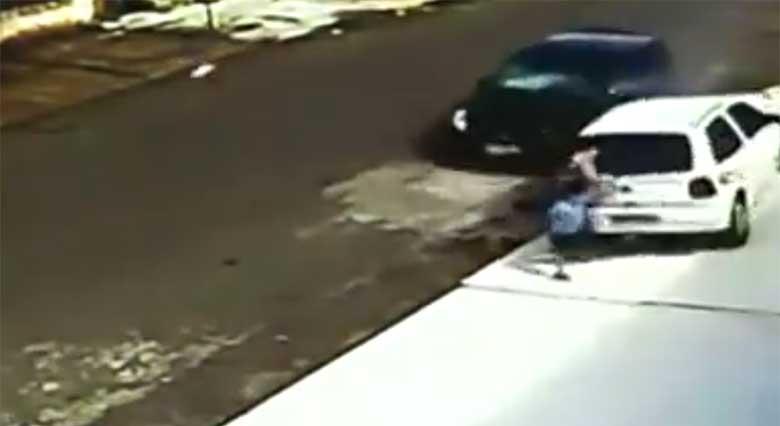 VIDEO: Uskumatu õnnetus - vaata, kui kiirest taastub laps, kui auto tast üle sõidab