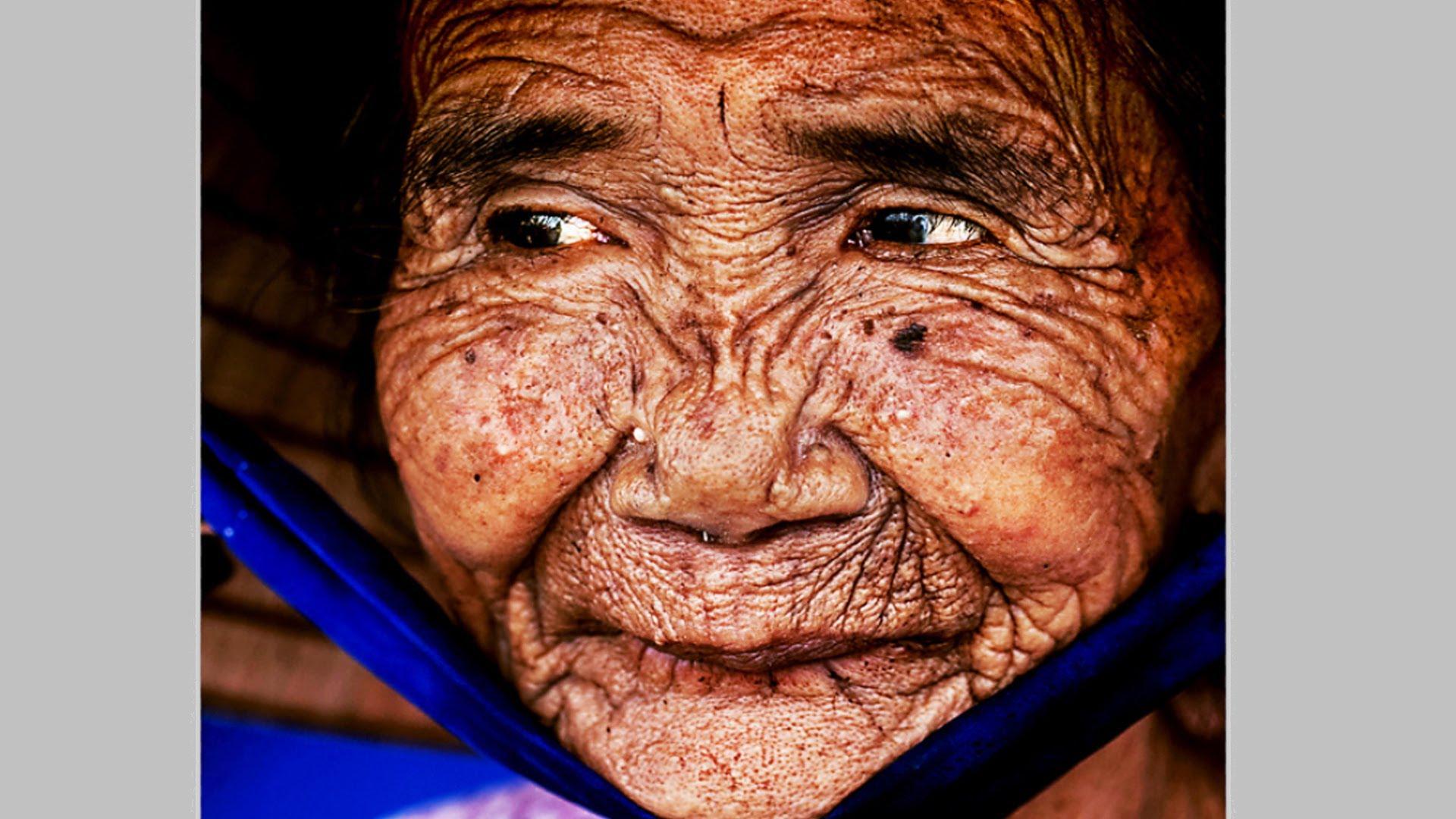 VIDEO: HÄMMASTAV - vaata, kuidas 100 aasta vanusest naisest tehakse noor naine photoshopi abiga