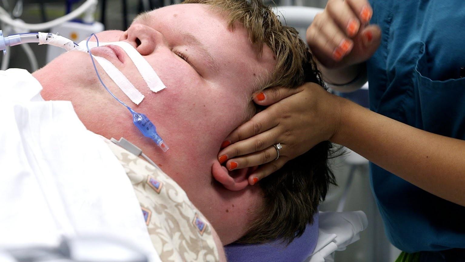 VIDEO: Jacobi lugu - 15 aastane poiss, kes kaalus üle 350 kg