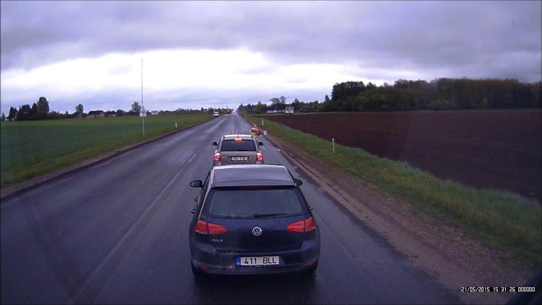 VIDEO:Kõige rõõmsam tööline Eestis? Liiklusreguleerija teeb tööd tantsides