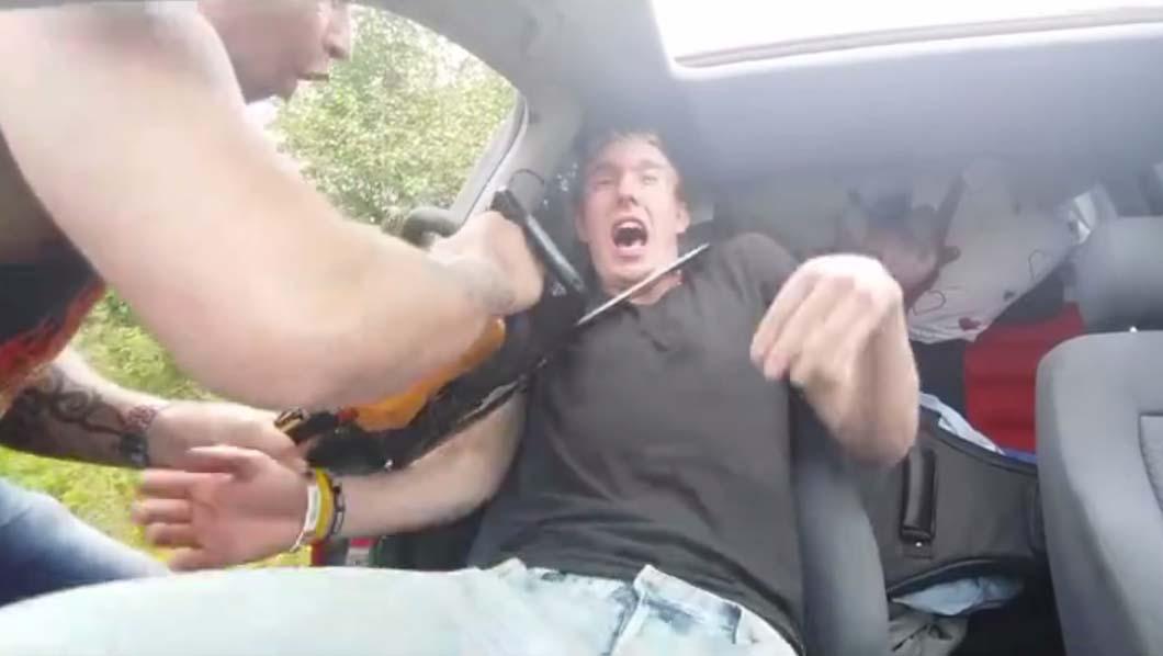 TÜNGAVIDEO: Väga julm - mees ehmatab mootorsaega magavat sõpra