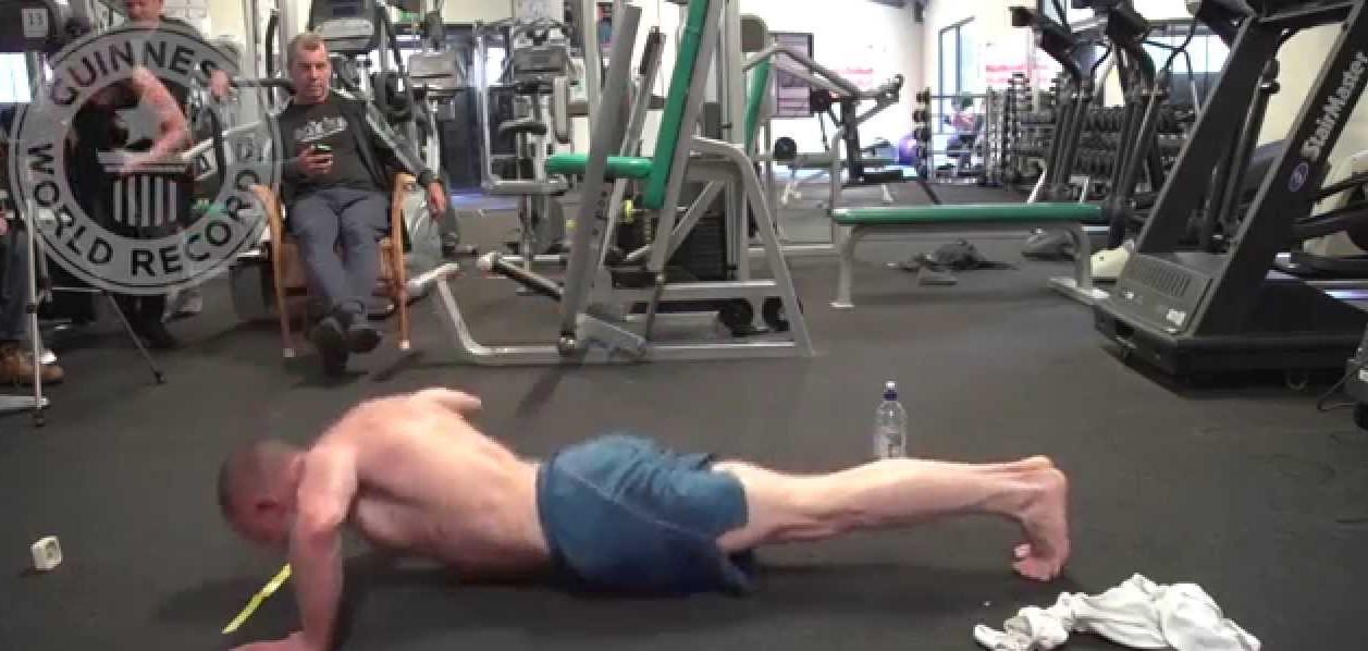 VIDEO: 52-aastane mees püstitas kätekõverduste maailmarekordi