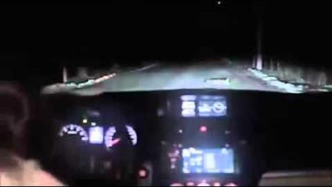 VIDEO: Nii võib juhtuda, kui peatad öösel auto tundmatus kohas