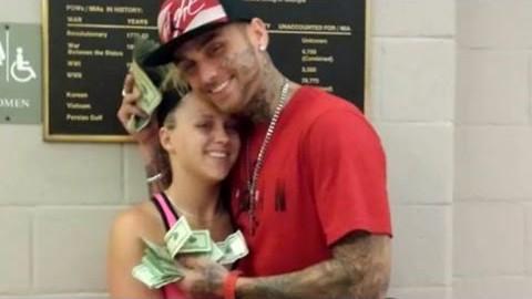 VIDEO: Kõige lollimad pangaröövlid - peale röövi postitasid nad sotsiaalmeediasse endast fotod koos saagiks saadud rahaga