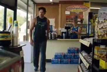 VIDEO: Vaata, kuidas mees peab vaeva nägema, et naist naerma saada