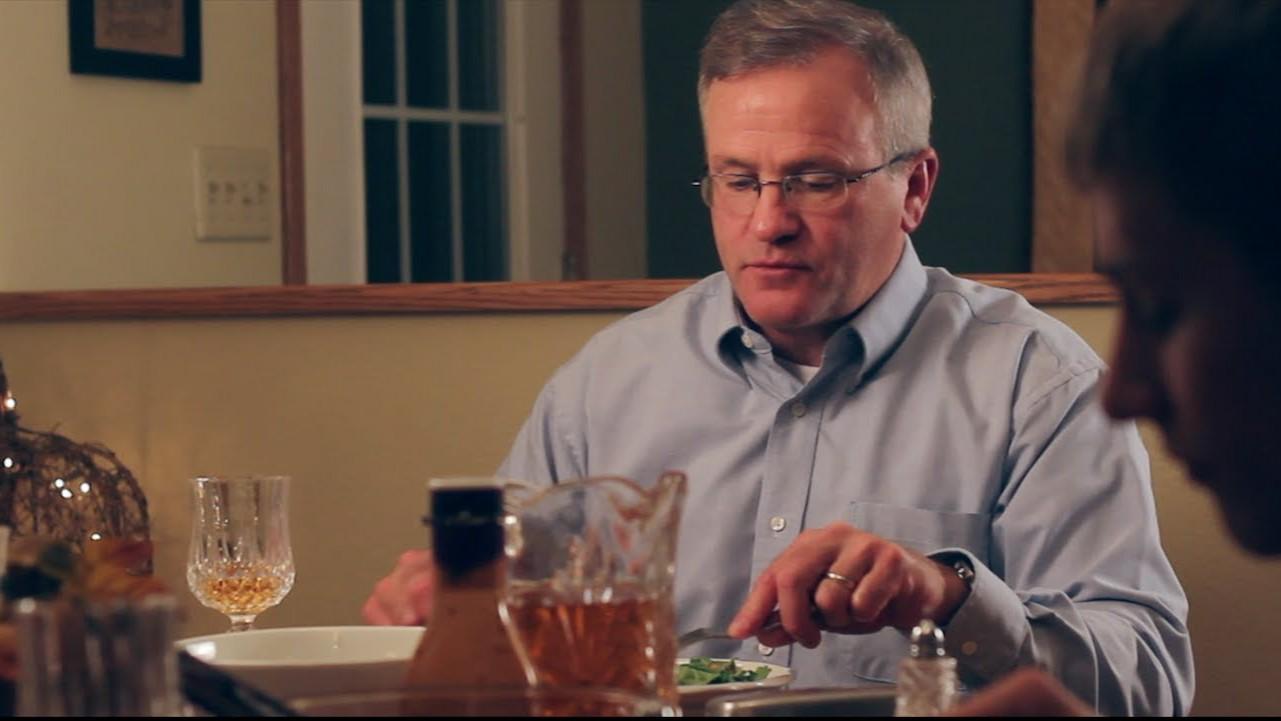 VIDEO: Haha - isa omapärane karistus poegadele, kes söögilaua taga nutitelefone näpivad