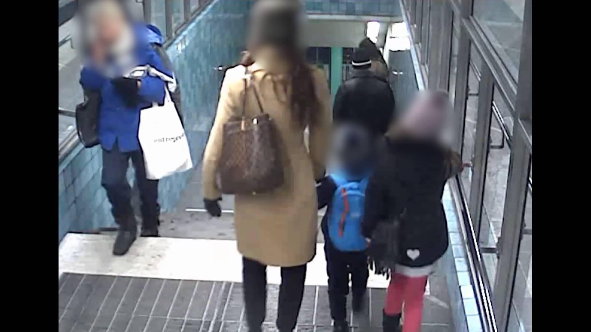 VIDEO: Pagulane peksab noort naist, kes on koos lastega ning sülitab nende peale