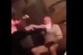 VIDEO: Uskumatu! Tütar peksab oma isa jalaga näkku, kuna isal pole raha, et talle kinki osta