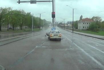 VIDEO: Liiklusvägivald Eesti moodi – sellele eestlasele maksis liikluses tõmblemine kohe kätte