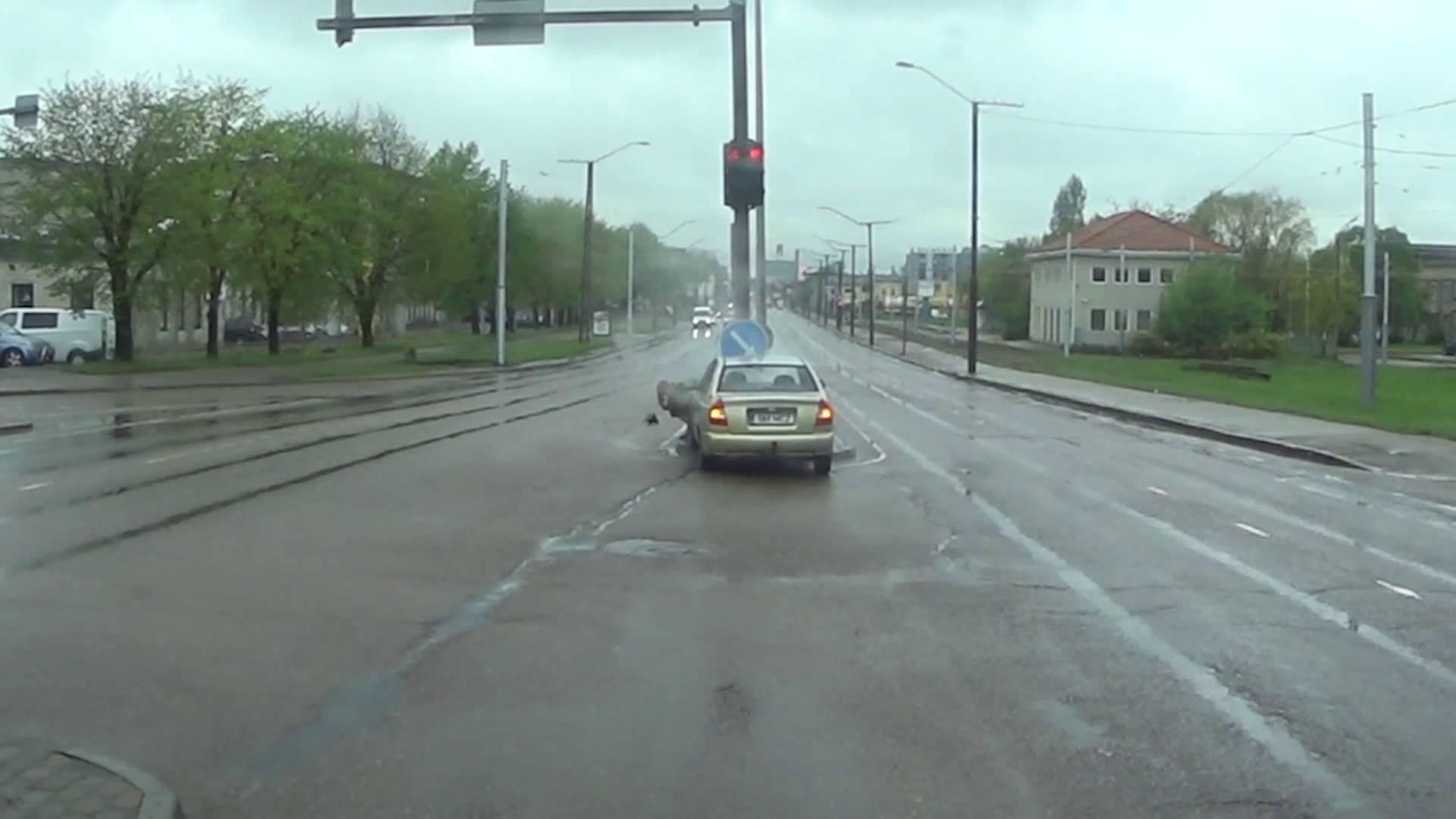 VIDEO: Liiklusvägivald Eesti moodi - sellele eestlasele maksis liikluses tõmblemine kohe kätte