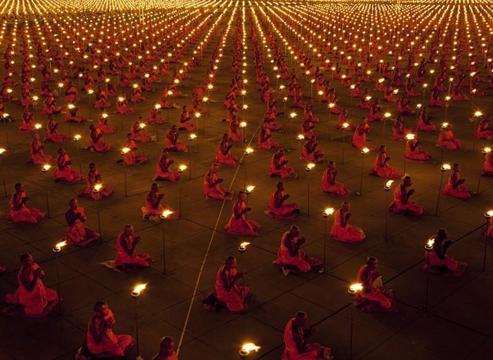 100 tuhat munka palvetamas rahu eest