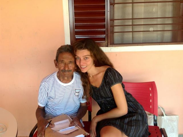 Sellel fotol on Raimundo koos oma päästjast tüdrukuga Shalla Monteiroga.