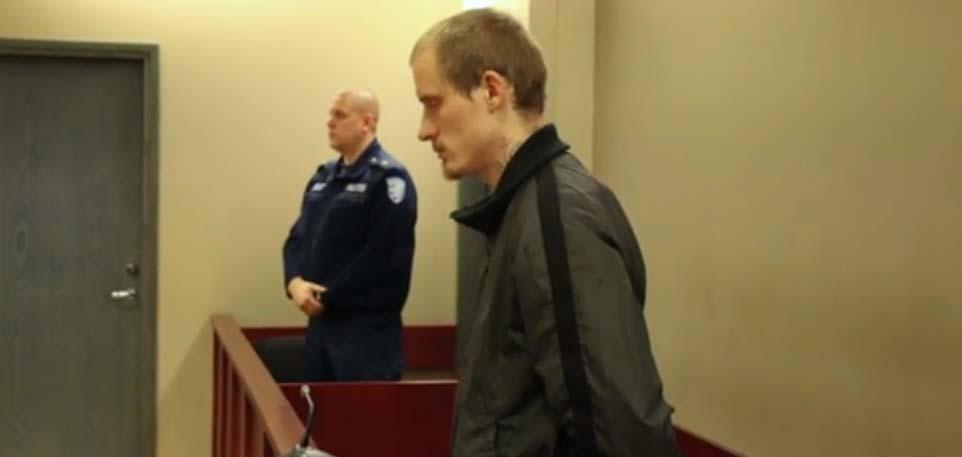 VIDEO KOHTUSAALIST: Tartu pereisa arvatav peksja mõisteti täna varasema kuriteo eest vangi