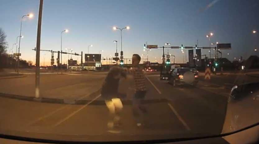 VIDEO: Tallinnas Ülemistes liiklushuligaani korrale kutsuja sai silma siniseks