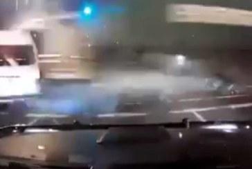 VIDEO: Kohutav avarii – rekka sõidab ristmikult umbes 10-nest autost ülisuure kiirusega läbi