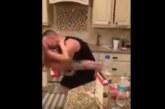 VIDEO: Ema arvas, et isa ja tütar teevad köögis hommikusööki. Tegelikult toimus seal aga…