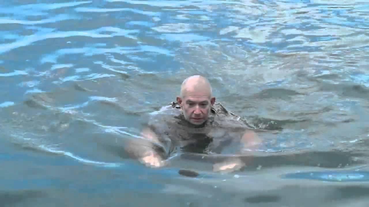 VIDEO: Geniaalne - mereväelane näitab, kuidas pääseda uppumisest