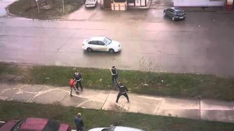 VIDEO: Purjus venelased peksavad kurikatega üksteist - peksa saavad kõik, kes ette jäävad
