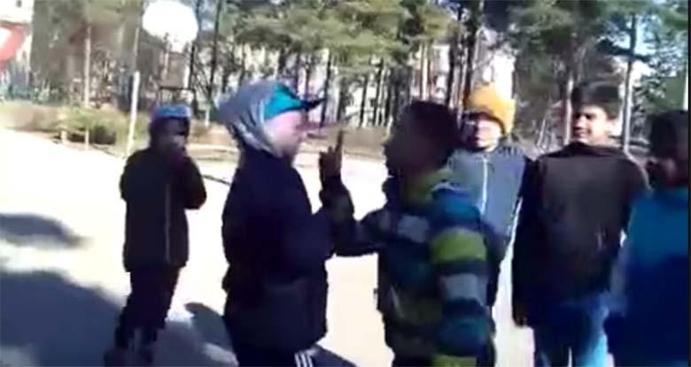 VIDEO: Kiusamine Soomes - kamp tumedanahalisi poisse peksavad ühte valgenahalist poissi