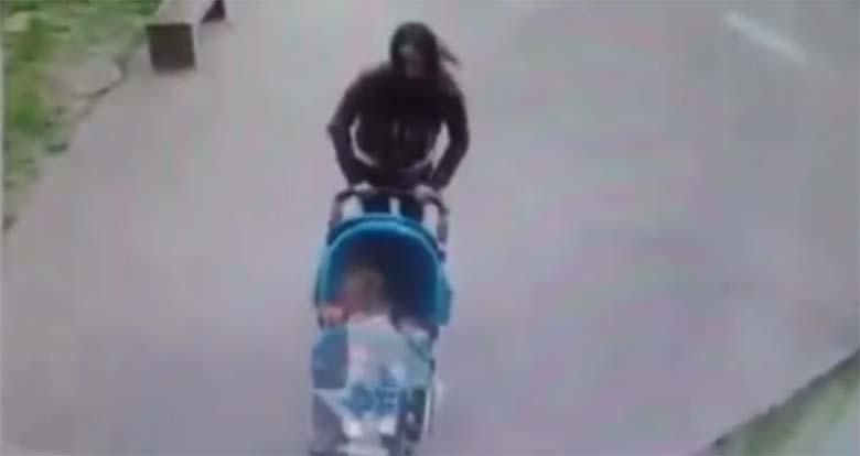 VIDEO: APPI, KUI JUBE - Ema lükkab beebi vankri ära sealt, kuhu kukub betoonist kamakas, mis tabab tema pead