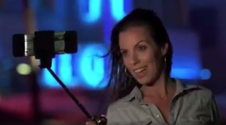 VIDEO: Tehnika viimane sõna, vaata ja imesta! Selfie pulk, mis puhub õhku, pikeneb automaatselt ja valgustab nägu