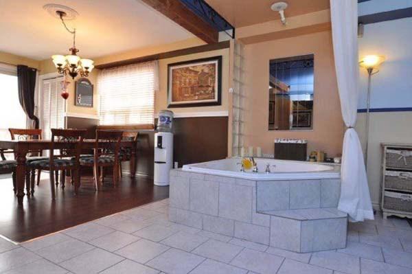 Saab rääkida külalistega pidusöömaajal ka otse vannist.