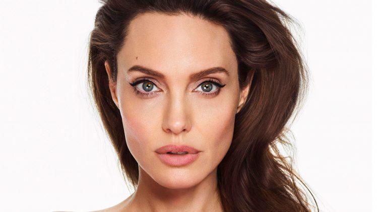 FOTOD: Kui ei näeks siis ei usuks - see noor naine näeb välja täpselt nagu Angelina Jolie