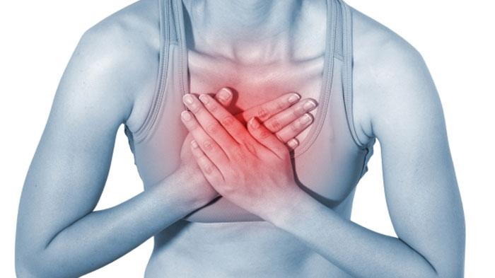 Läheneva südameinfarkti üks selgemaid märke võib olla ebamugavustunne rindkeres. See ei pruugi olla terav valu, ka ebamäärane või püsiv häirimistunne on piisav põhjus otsida arstiabi. Kumbki nimetatud kogemustest võib olla märk tõsisest tervisemurest, mistõttu on kaebuste põhjuse leidmiseks oluline esimesel võimalusel arstiga konsulteerida. Pööra tähelepanu pikaajalistele külmetushaigustele või ebatavalisele tundele rindkeres.