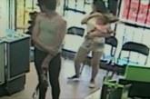 Ema pööras lapselt sekundiks pea kõrvale – see, mis on näha turvakaameralt, on tõeliselt šokeeriv
