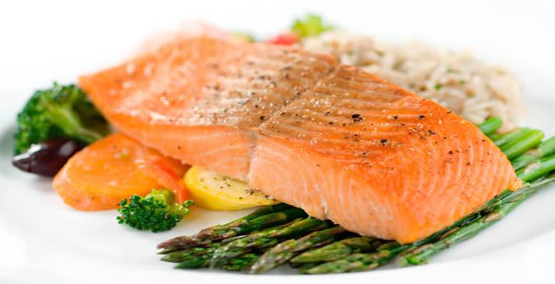 Rasvased kalad nagu makrell, heeringas, tuunikala ja lõhe on pilgeni täis oomega-3 rasvhappeid. Kaks korda nädalas kala söömine võib vähendada südamehaiguste tekkimise riski, sest vähendab põletikke ning triglütseriidide taset, ning võib isegi suurendada HDL-kolesterooli tasemeid.