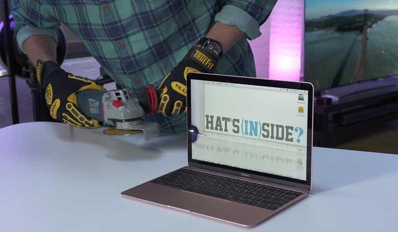 VIDEO: Vaata, mis on uhiuue Apple MacBook sülearvuti sees, kui see lahti lõigata