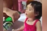VIDEO: Isa joodab beebile õlut – laps keeldub oma jooki joomast ning soovib nuttes vaid õlut