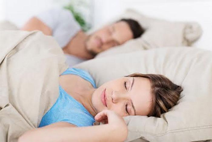5. Parem on ärgata tsüklite vahelt, mitte keset tsüklit, sest keset tsüklit ärkamine võib tekitada teil päeva jooksul uimase tunde. Kui ärkate aga mitte-REM une faasis, siis tunnete end tõenäoliselt päeva jooksul valvsama ja tähelepanelikumana.